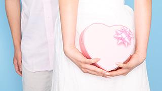 バレンタインプレゼント男女イメージ